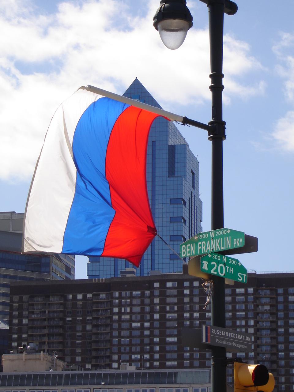 Российский флаг на улицах Филадельфии