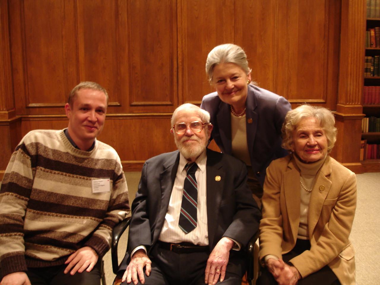 С Гленом Доманом, его супругой и Джанет Доман