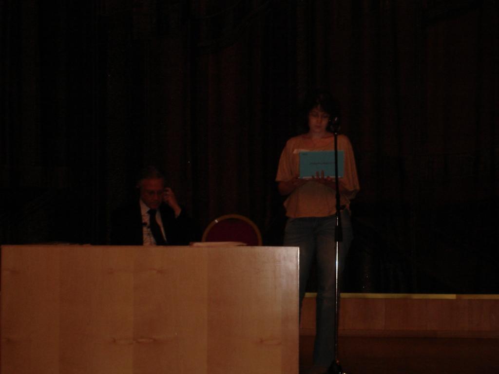 Татьяна Карлова читает письмо своей дочери Ани