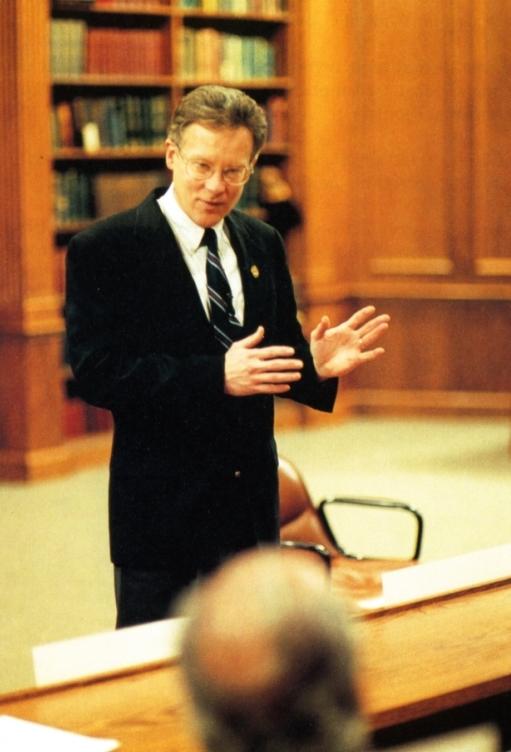 Дуглас Доман читает лекцию в Валентайн Аудитории Институтов достижения потенциала человека