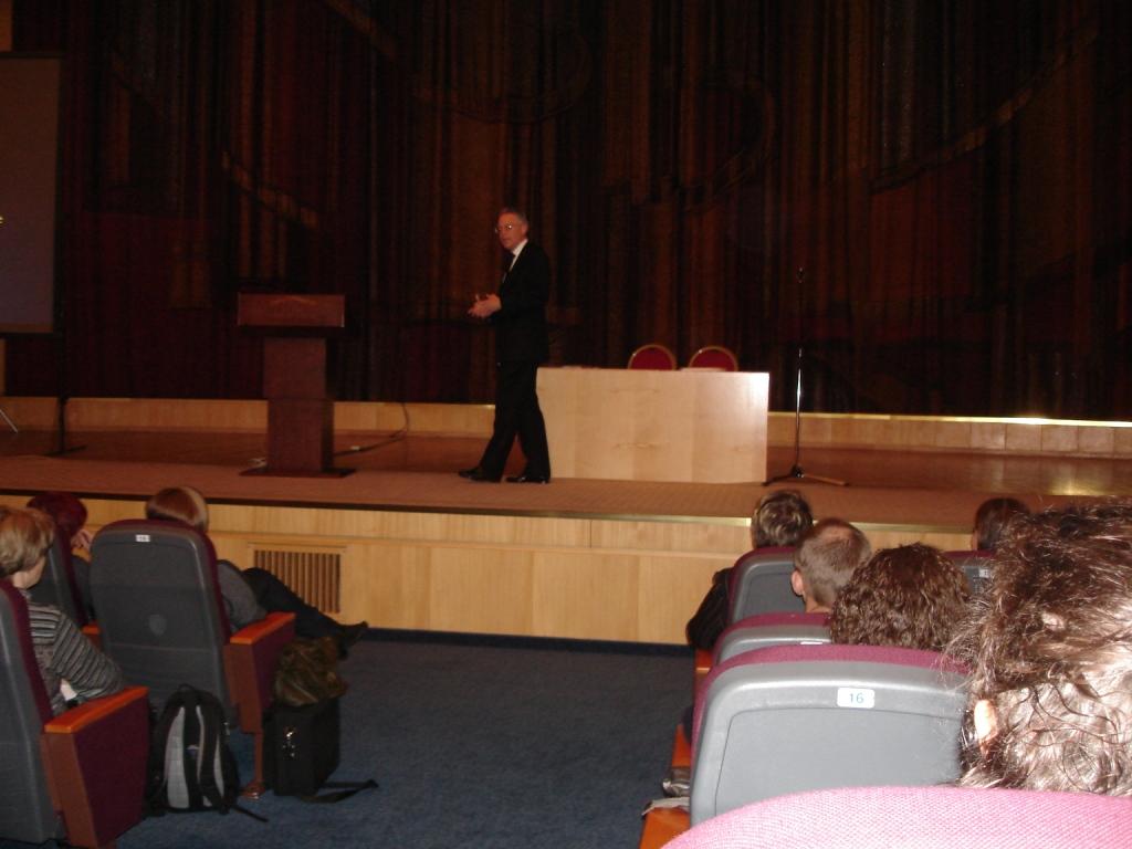 Дуглас Доман читает лекции в Москве (октябрь, 2011 года).