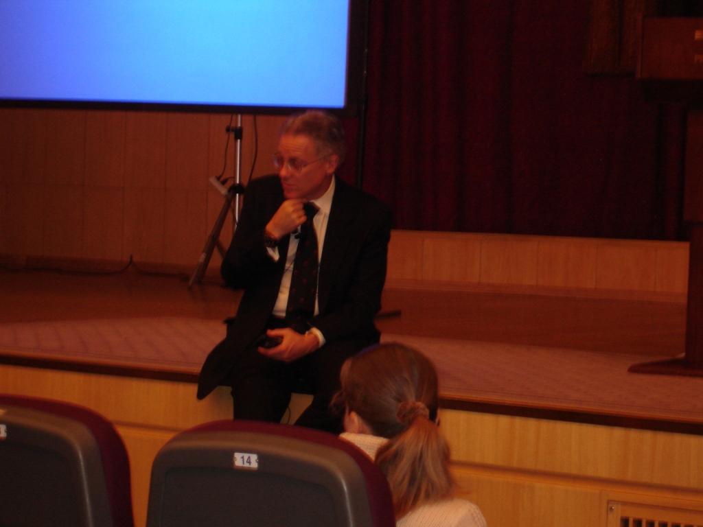 Дуглас Доман отвечает на вопросы (Москва, 25 октября 2011 года).