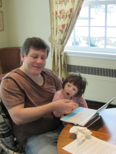 Аня с папой в доме волонтеров (США)