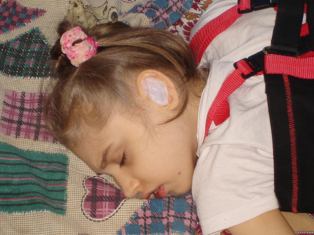 Лера спит с берушами в ушах
