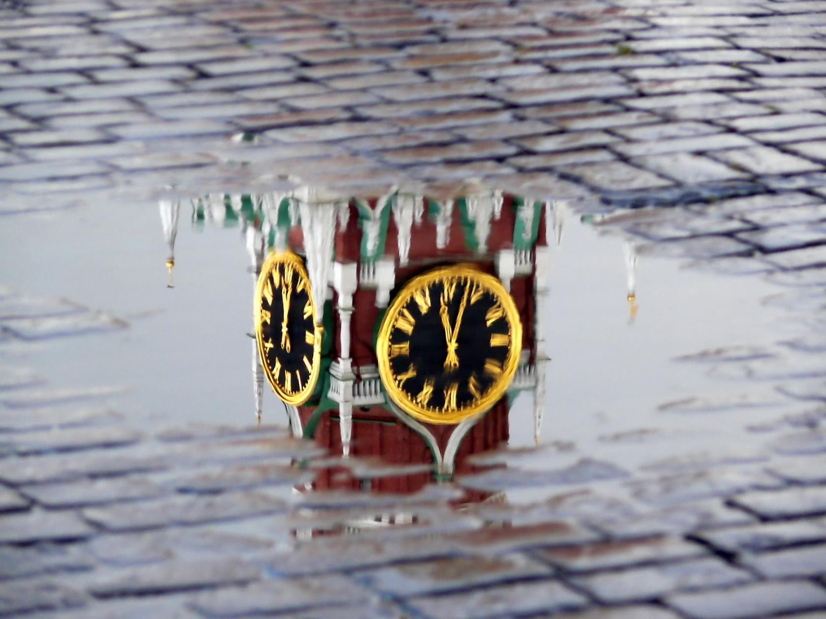 Отражение Московского Кремля
