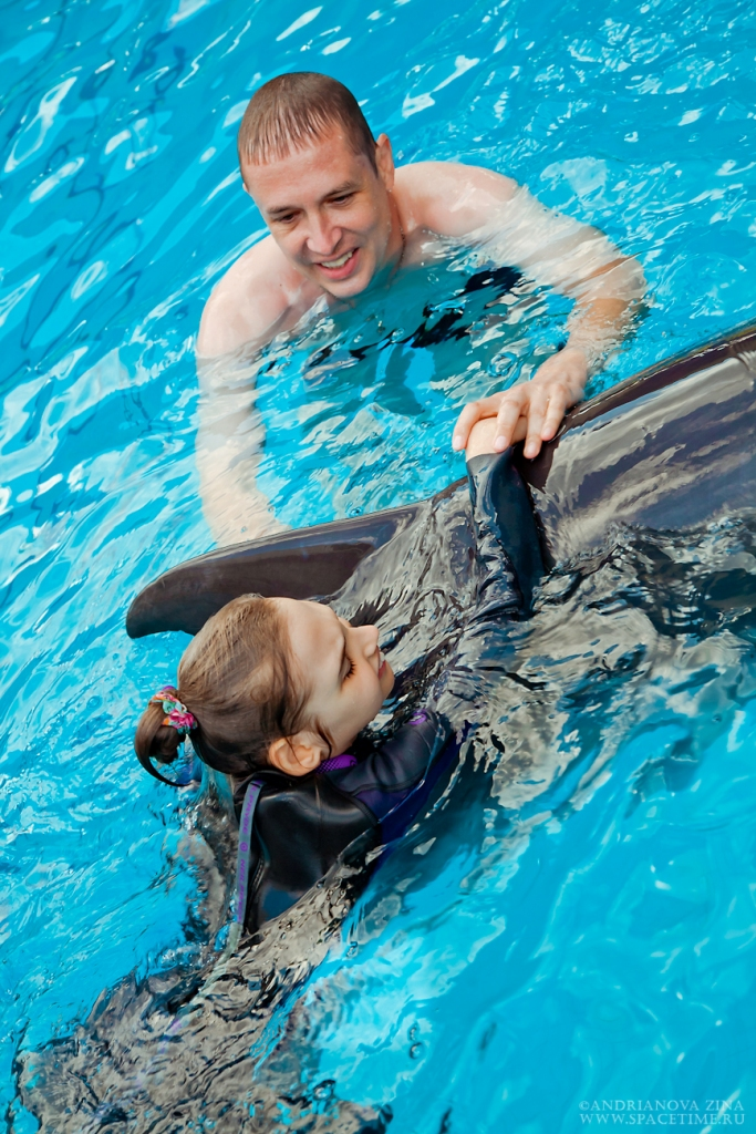 Лера с дельфином 2