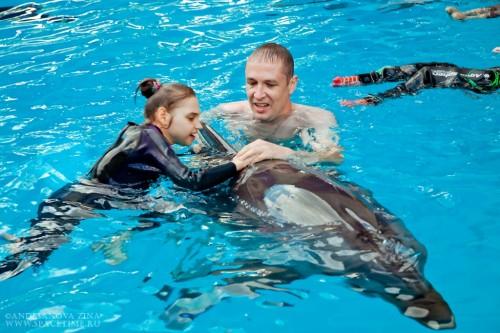 Лера с дельфином