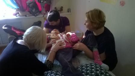Надежда Леонидовна, Максим и Наташа работают с Лерой. А вата помогает :-)